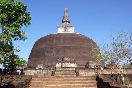 vihara: Stupa Rankot Vihara in Polonnaruwa, Sri Lanka