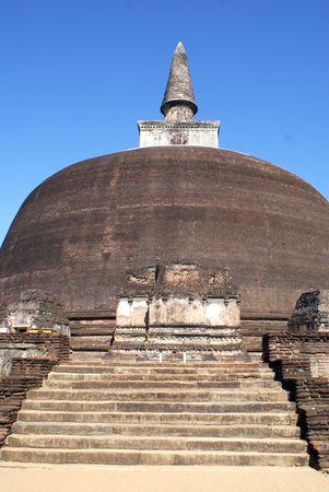 vihara: Stupa Rankot Vihara, ruins of Polonnaruwa, Sri Lanka