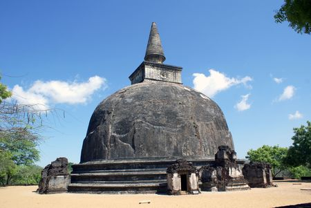 vihara: Stupa Kyry Vihara in Polonnaruwa, Sri Lanka