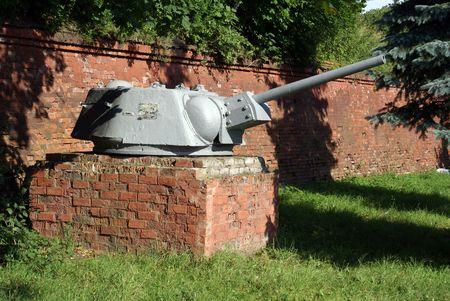 Old tank gun near the brick wall in Baltysk, Russia                  Stock Photo - 2008828