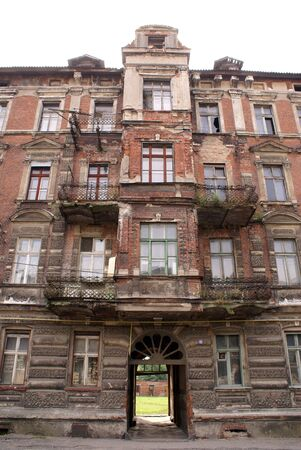 gusev: Vecchia casa sulla strada di Gusev nella regione di Kaliningrad, Russia Archivio Fotografico