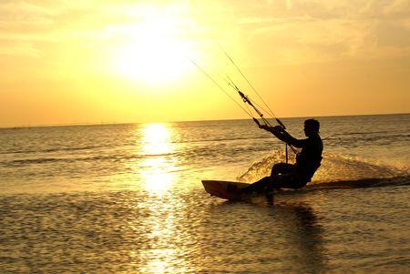 kite surfing: Azow zee kust bij Dolshanka, zuiden van Rusland Stockfoto