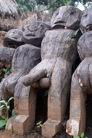 pene: Gran hombre de madera con pene grande Foto de archivo