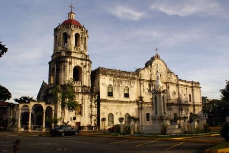 cath�drale: Matin et grands dans la cath�drale catholique Sebu, Philippines Banque d'images