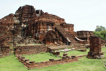 Ruins in wat Mahathat in Ayuthaya, Thailand           photo