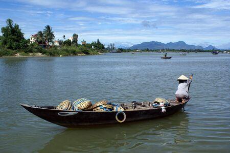 ホイアンの川でのボート、中央ベトナム