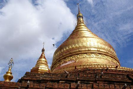 dhamma: Golden stupa sulla cima del Dhamma Yazika pagoda in Bagan, Myanmar Archivio Fotografico