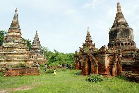 stupas: Mattoni vecchi stupa in Inwa, Mandalay, Myanmar