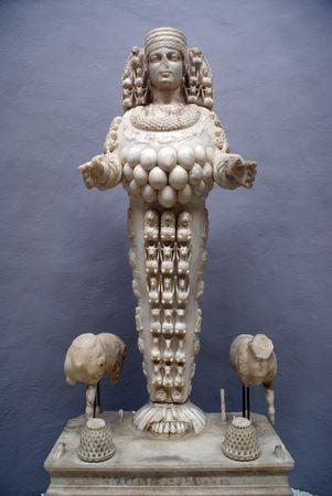 testicle: Marble statue of Artemis in Selchuk, Turkey