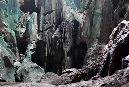 ボルネオ、マレーシアのニア国立公園で内側の大きな洞窟 写真素材