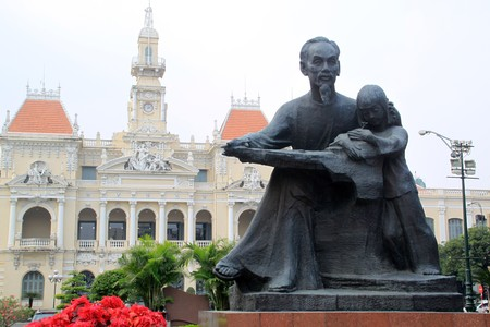 chi: Statue of Ho Shi Minh near Town Hall in saigon, Vietnam