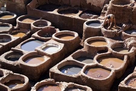 fez: Curtidur�a con trabajadores en Fez, Marruecos