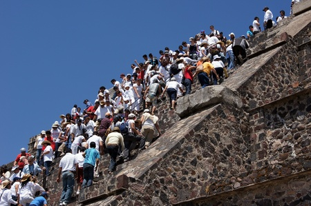 ancient civilisations: People on the staircase of Moon piramid in Teothuacan, Mexico
