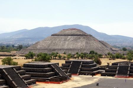 太陽 piramid - Teothuacan, メキシコの月 piramid からの眺め