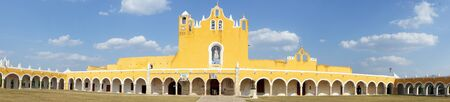 convento: Panorama of catholic monastery in Izamal, Yucatan, Mexico