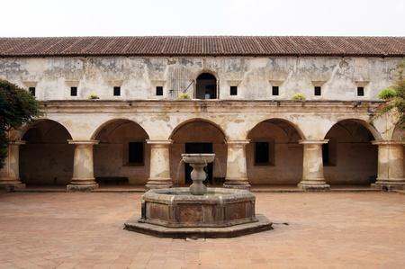 Fountain inside capuchin monastery in Antigua Guatemala                 Standard-Bild