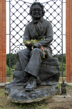 king ramkhamhaeng: Statue of thai qween in Suan Somdet Phrasinakharin park, Ayutthaya, Thailand