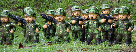ander: Soldiers doll in green uniform on the gras ander tree Editorial