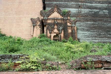 buddhist stupa: Old brick buddhist stupa in Mingun, Myanmar