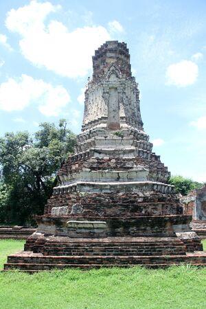 Chedi in Wat Phra Sri Rattana Mahathat, Lop Buri, Thailand photo