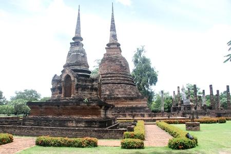 Bouddhas dans Wat Sa Si dans Sukhotai, Thaïlande Banque d'images - 11237300