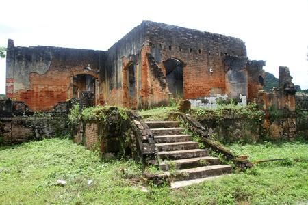Ruines du temple de vieilles briques dans Sienghuang, le Laos Banque d'images - 11241164