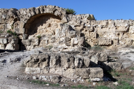 kibris: Arch and wall in Salamis, North Cyprus