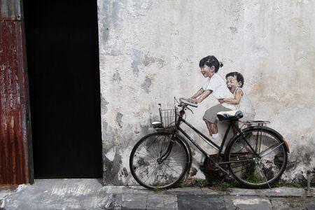画像やマレーシア、ペナンのジョージタウンに壁に自転車 報道画像