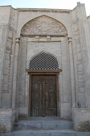 esfahan: Old wooden door in Esfahan, Iran