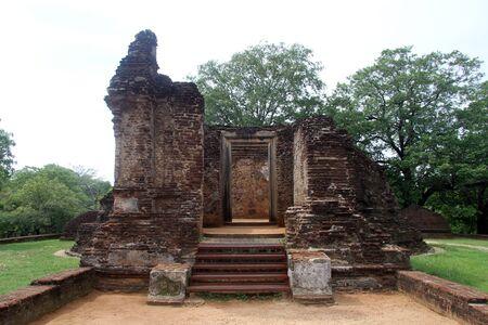 vihara: Ruins of Potgul Vihara in Polonnaruwa, Sri Lanka