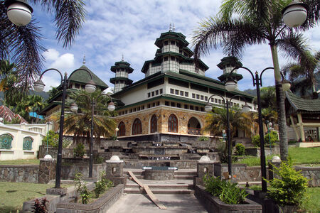 Magnejau湖,印度尼西亚的清真寺Raya Bayur