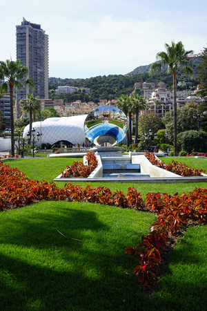 monte carlo: MONTE CARLO, MONACO - CIRCA JULY 2015 Fountain near casino