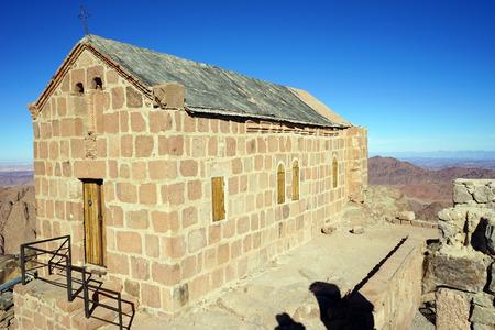 monte sinai: Small church on the top of mount Sinai in Egypt