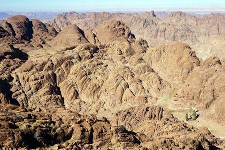 monte sinai: Oasis y vista desde el monte de Sinaí en Egipto