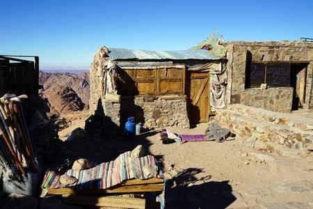 mount sinai: puestos de recuerdos en el camino a la cima del monte Sinaí, Egipto