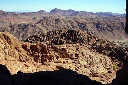 monte sinai: Vista desde el Monte Sinaí en Egipto