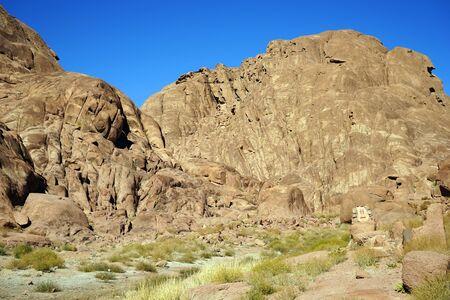 monte sinai: Sendero en el monte Sinaí en Egipto