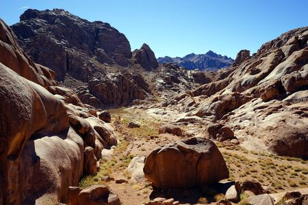 mount sinai: Pequeño valle en el monte Sinaí en Egipto Foto de archivo