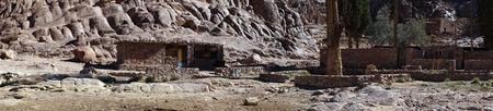 monte sinai: Panorama del pequeño oasis en el monte Sinaí en Egipto Foto de archivo