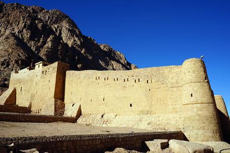 monte sinai: Monasterio Sagrado pared OFL del Monte Sinaí Dios oprimidos Foto de archivo