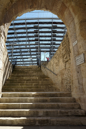 roofless: Staircase and arch of ancient theater in Arles, France Stock Photo