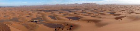 View from high dune near Merzuga village in Morocco Standard-Bild - 97705591