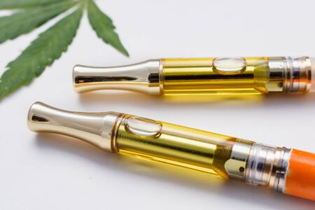 Two Vape Pen THC/CBD Oil Vape Pen Cartridges & Cannabis Leaf 版權商用圖片