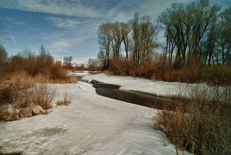 topnienia śniegu rzeki Zdjęcie Seryjne