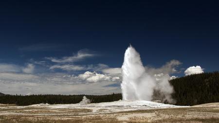 Old Faithful gejzer. Park Narodowy Yellowstone