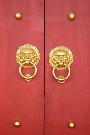ornamente: Chinese Door with Lions Face Doorknob Stock Photo
