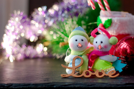 Pair of christmas snowmans with word Love near them Zdjęcie Seryjne