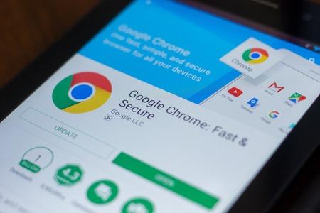Ryazan, Rosja - 21 marca 2018 r. - aplikacja przeglądarki Google Chrome na ekranie tabletu.