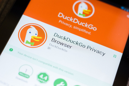 Ryazan, Russia - June 24, 2018: DuckDuckGo Privace Browser mobile app on the display of tablet PC 新聞圖片