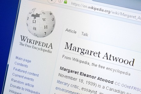 Ryazan, Russia - August 28, 2018: Wikipedia page about Margaret Atwood on the display of PC 新聞圖片